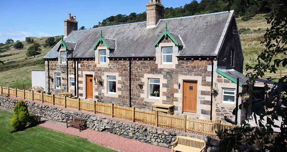 Gavinburn Cottages has high vistas overlooking the River Clyde.